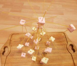 Herausforderung annehmen: baue einen Spaghetti-Turm!